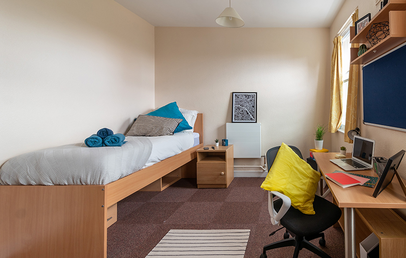 3-Goldsmiths_Larger_Room-2.jpg